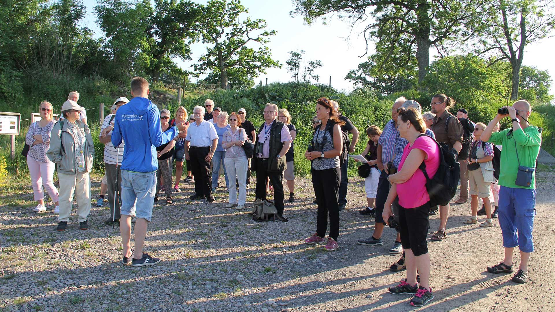 Biosfärambassadörer stor och lyssnar till biosfärkontorets Håkan