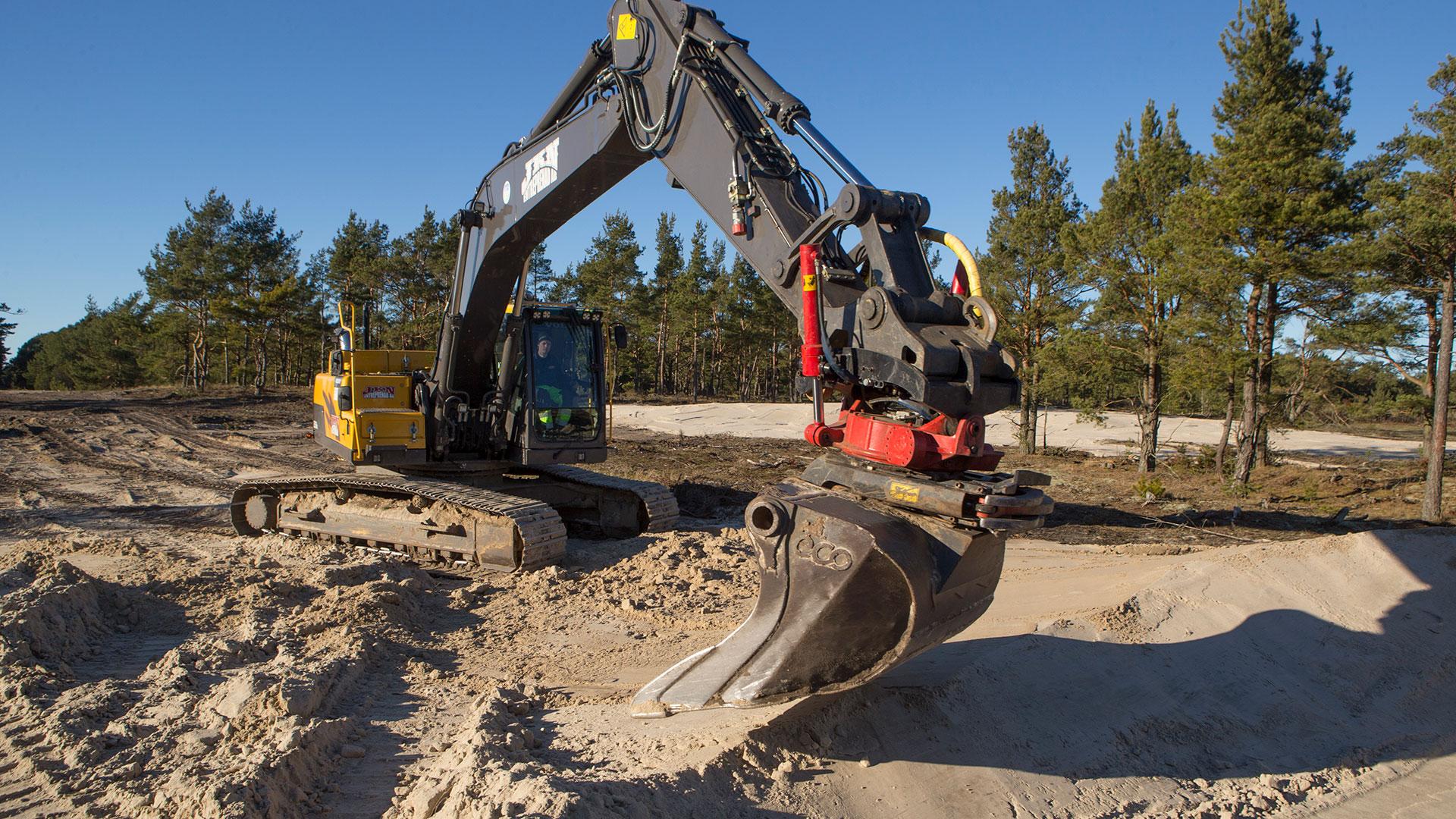 Rör om i sanden i Nyehusen. Foto: Patrik Olofsson/N
