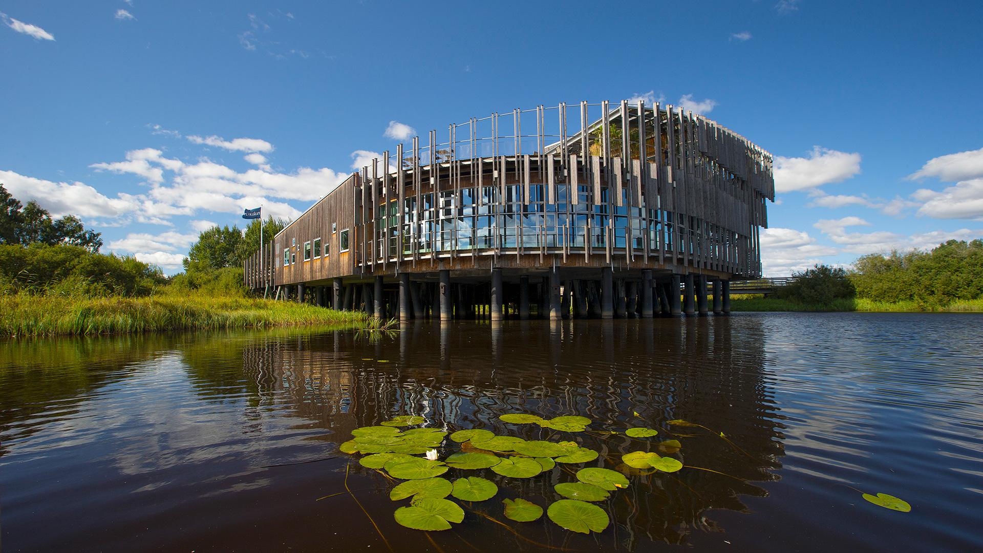 Naturum sett från sjön. Foto: Patrik Olofsson/N