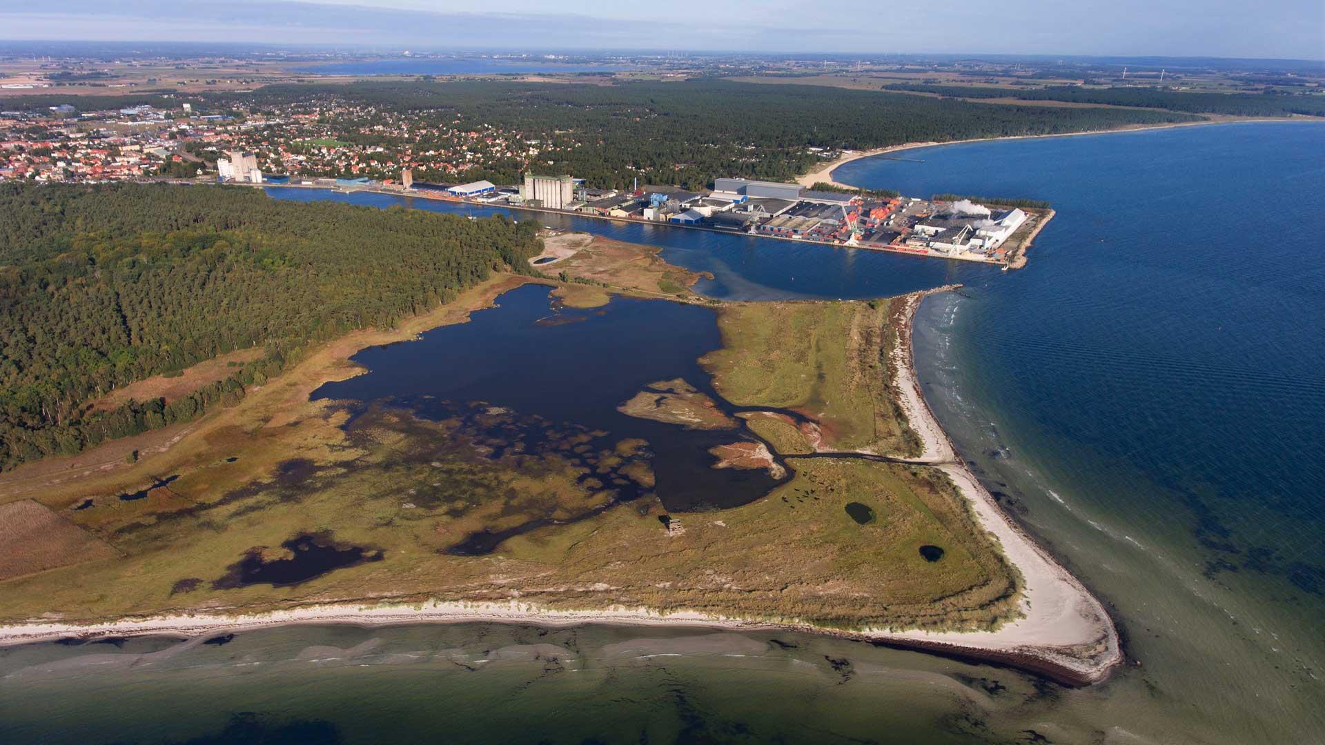 Äspet- lagunen med Åhus hamn i bakgrunden. Foto: Patrik Olofsson/N