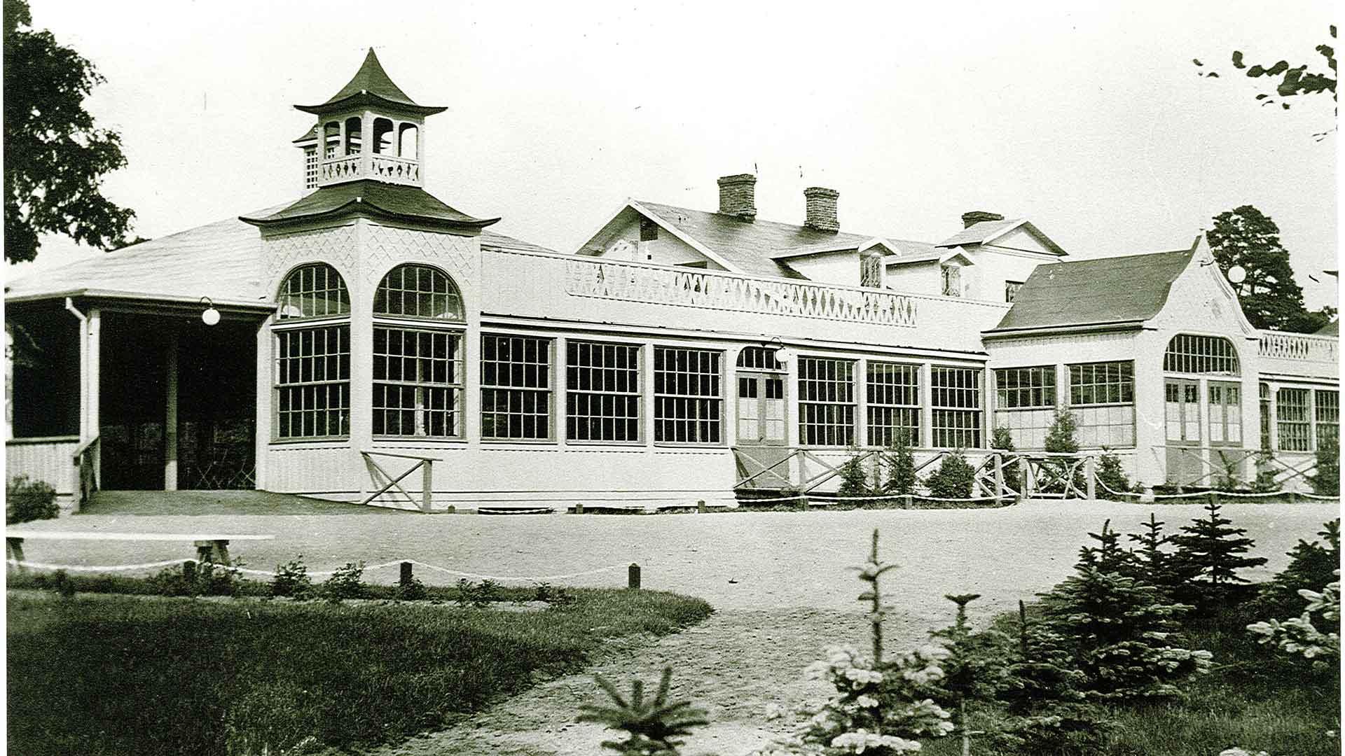 På 1920-talet var Ekenabben ett nöjescentrum med danspaviljong där dåtidens stora artister uppträdde.