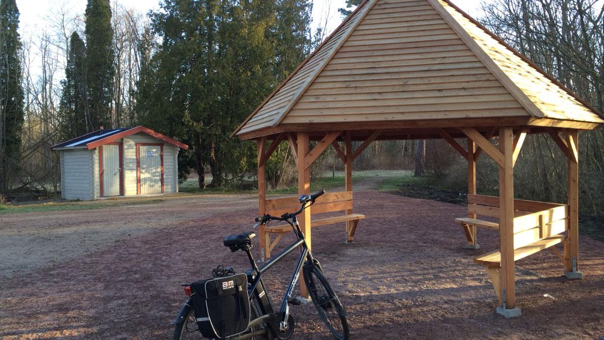 På Ekenabben finns ett skärmtak och toaletter. Foto: Karin Magntorn