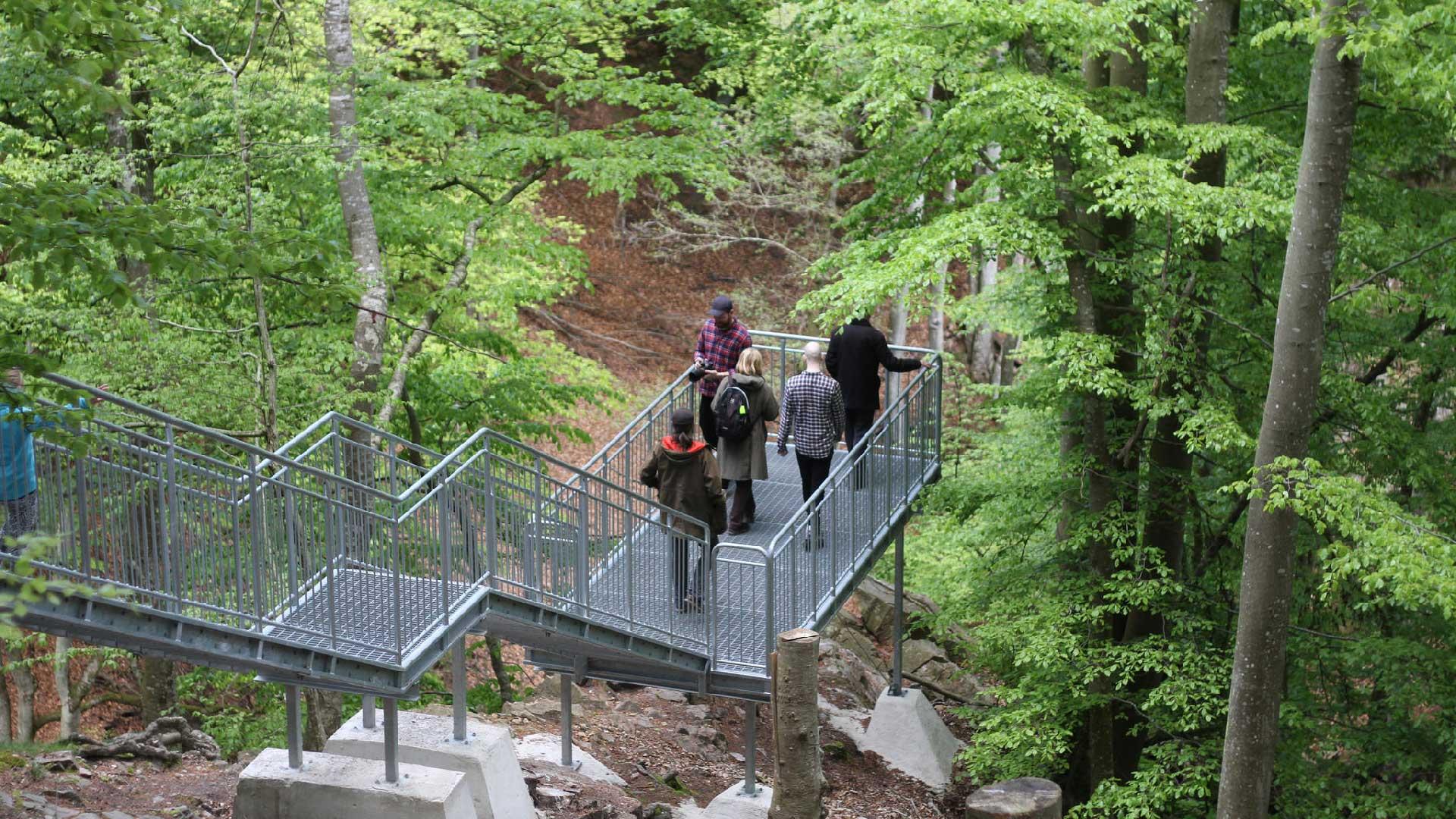 Utsiktsplattformen vid Forsakar ger närkontakt med det övre vattenfallet