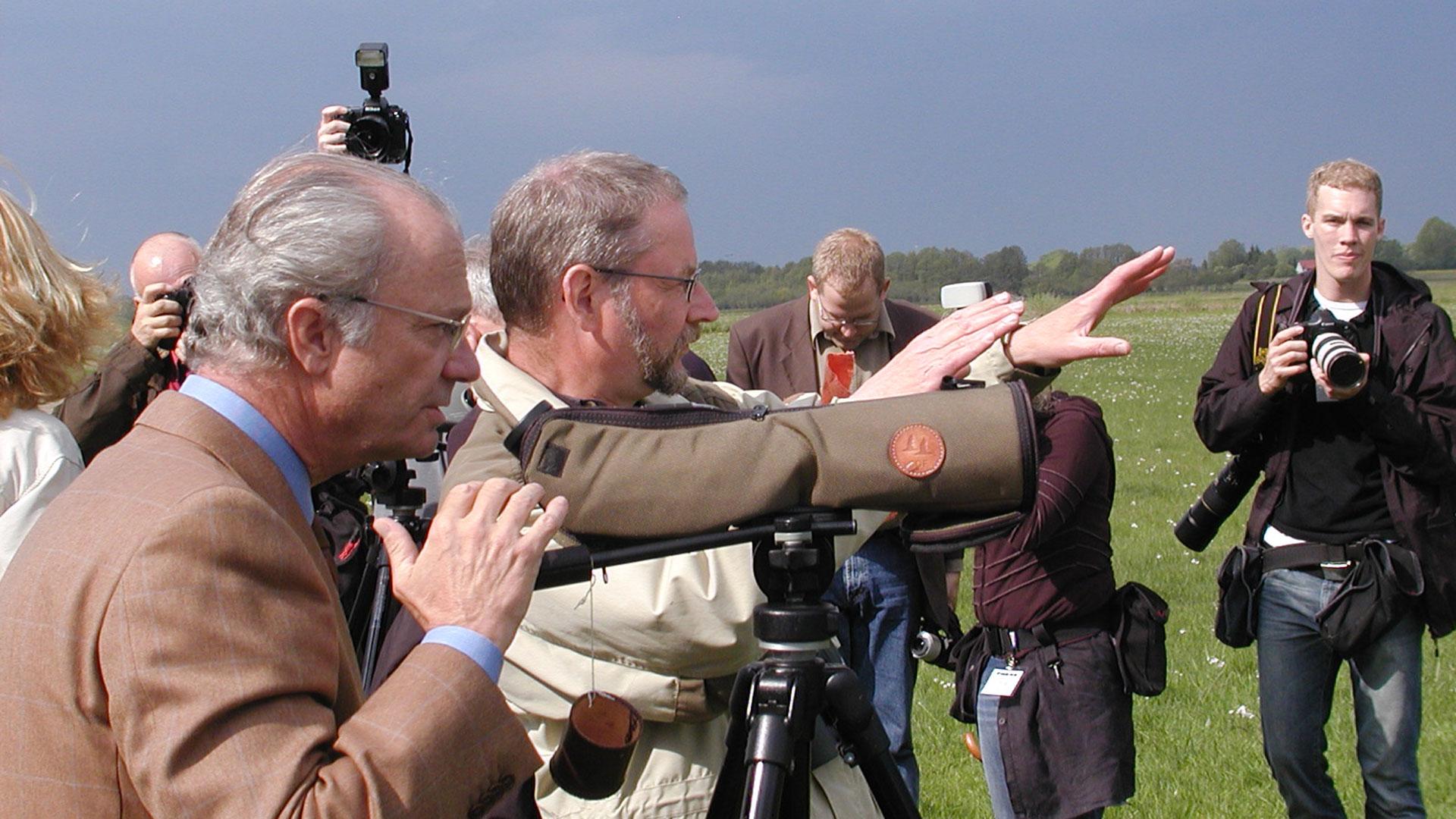 Kung Carl XVI Gustav på besök i Vattenriket 2004