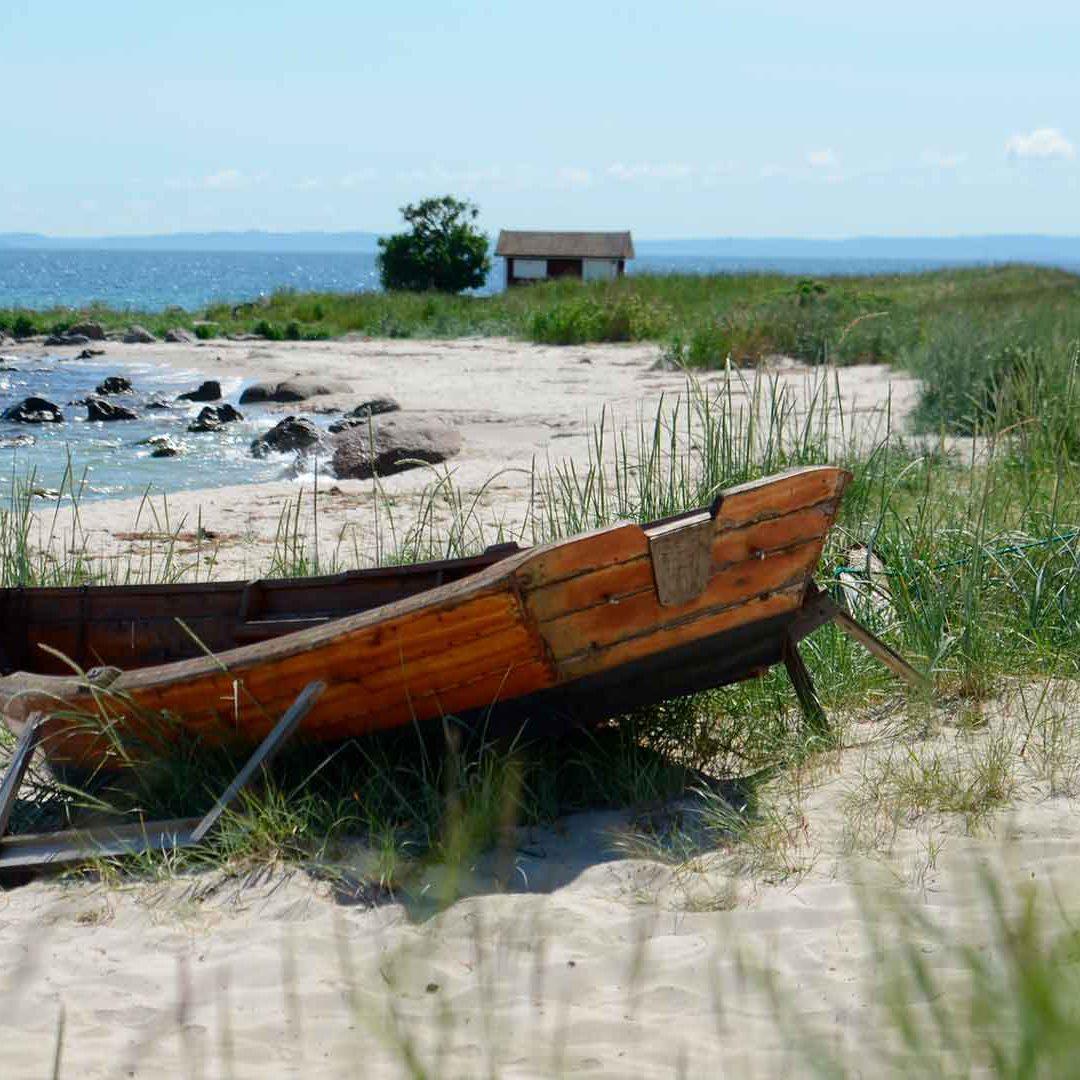 Båt på stranden på Äspet. Foto Mattias Roos, Kristianstads kommun